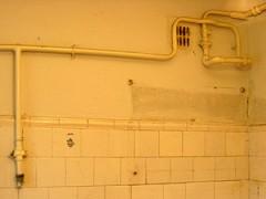 Покраска старой плитки - реальная экономия при ремонте